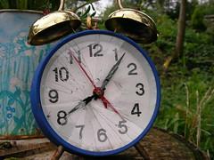 tempus ab aeterno (Lawrence Peregrine-Trousers) Tags: alarm clock glass face bells smashed ffffffffff