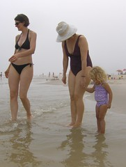 Jones Beach (Joe Shlabotnik) Tags: beach jan violet holly jonesbeach 2010 faved june2010