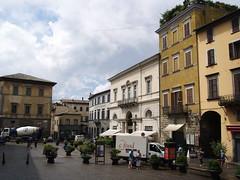 Orvieto (Saretta-9) Tags: sky italy landscape holidays sara italia july olympus cielo piazza olly paesaggi umbria vacanze 2010 orvieto luglio e400 saretta