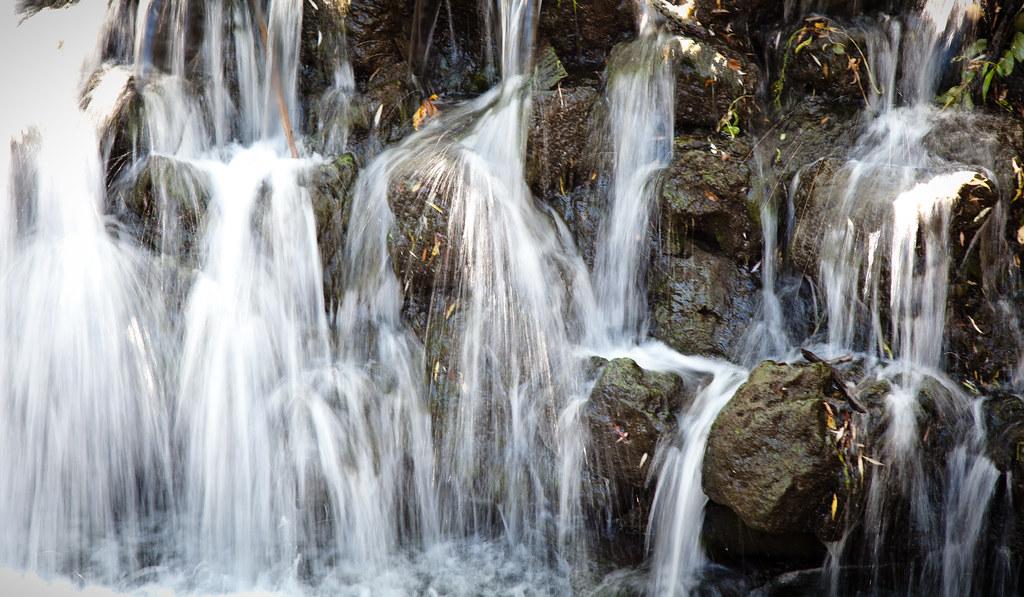 Waterfalls [EOS 5DMK2 | EF 24-105L@105mm | 1/8 s | f/7.1 | ISO200]