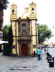 Mexico City / Manzanares - Smallest Chapel in Mexico City / Far Edge (ramalama_22) Tags: mexico city ciudaddemexico callejon manzanares merced oldest house smallest chapel drugs robbery prostitution reputation crime colonial era times edge lake texcoco