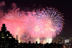 4th of July 2017 Macy's Fireworks-99 (Diacritical) Tags: brooklyn nycmacys nikond4 pattern 70200mmf28 20secatf71 july42017 85516pm f71 195mm 4thofjuly fireworks macysfireworks nyc night skyline