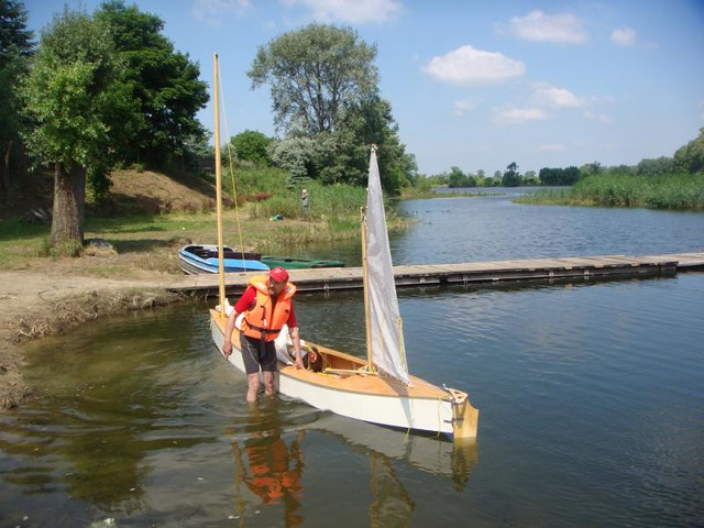 Robert Hoffman in Poland sailing his Beth Sailing canoe - DIY sailing canoe
