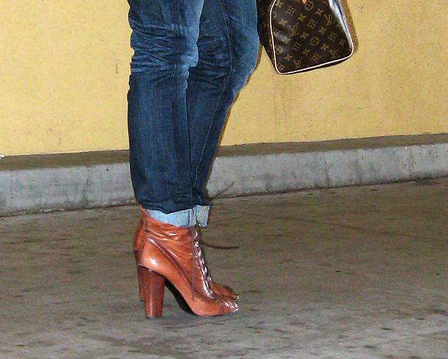 jeans+lace up boots+t shirt+striped cardigan+louis vuitton bag-10