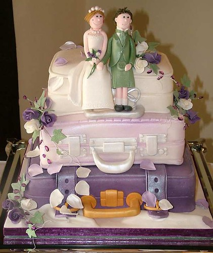 Lilac_Suitcase_Wedding_Cake