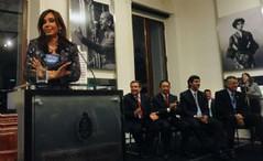 Cristina entregó 24 millones de pesos al sector vitivinícola de Mendoza