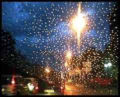 Ho riempito d'oro il giardino perché tu vedessi chiaramente dov'è il cammino e quanti sono i passi. [EXPLORED!] (Fra...le Nuvole!) Tags: auto road street cars glass rain lights drops strada traffic luci lamps pioggia lampioni vetro traffico automobili gocce macchine ingorgo