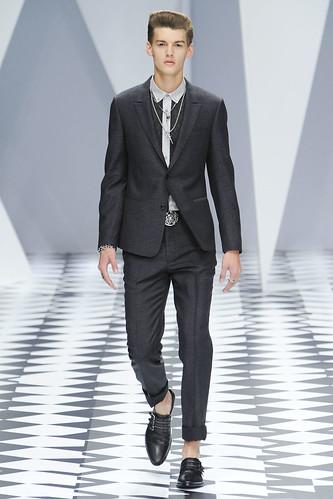 SS11_Milan_Versace0026_Christian Plauche(VOGUEcom)