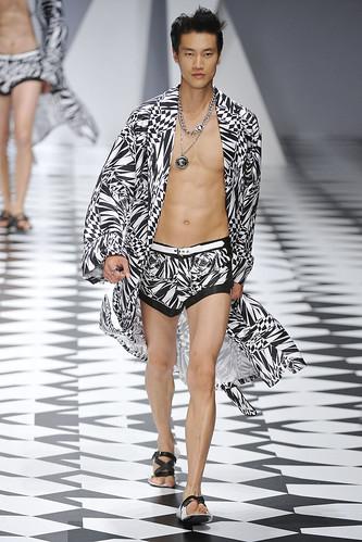 SS11_Milan_Versace0051_Phillip Huang(VOGUEcom)