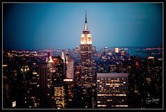 El cor de Manhattan (scar Garriga) Tags: new york nyc light sunset ny newyork building night noche manhattan sony panoramica empirestatebuilding puestadesol alpha nit llum nuevayork rascacielos postadesol gratacels a700