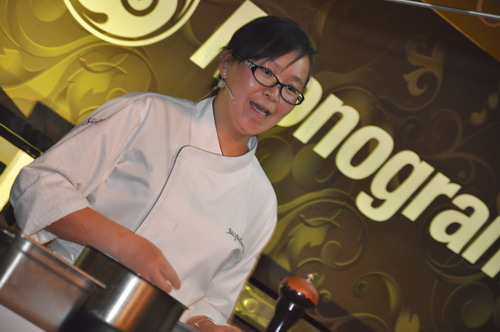 Chef Jacqueline Quiqiong cooking demo