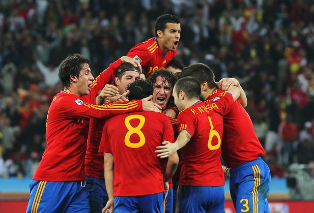 España gana a Alemania por Puyol