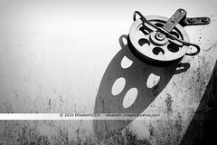 Circle - Explored 2010 July 11 # 87 (Elisabeth0320) Tags: shadow metal blackwhite iron zwartwit steel ombre nautical schwarzweiss schatten pulley boatparts marinesupply bootonderdelen bootaccessoires boatpulley