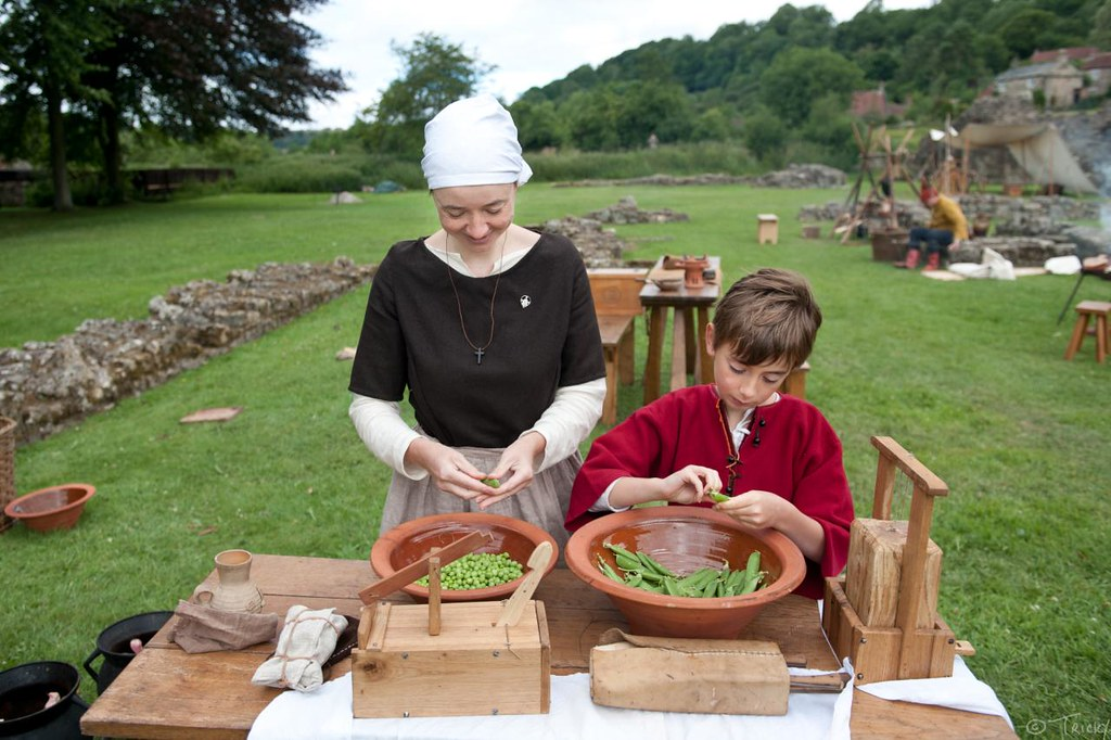 Shelling Peas - Medieval Arts & Crafts @ Rievaulx Abbey
