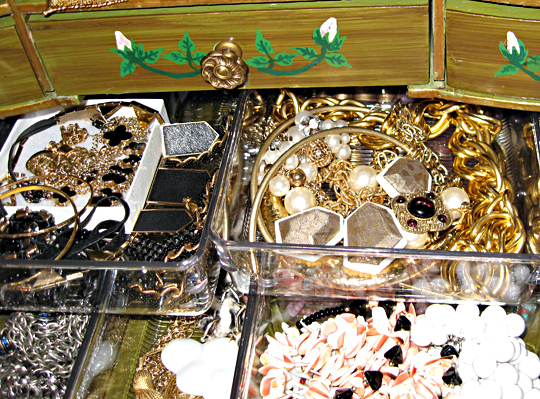 costume jewelry+organizing jewelry+organization ideas