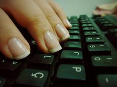 (Fernanda Ferreira Pinto) Tags: teclado mão unha francesinha