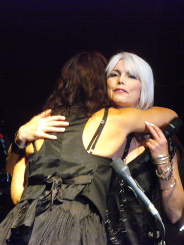 Sarah and Emmylou hug