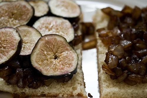 sliced early season figs