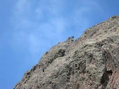 Arrivée au sommet N du Tafonatu depuis la vire en-dessous (photo Arnaud Dedryvère)