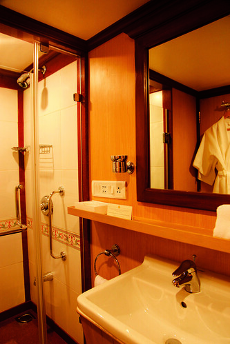 Maharajas' Express - Junior Suite, bathroom