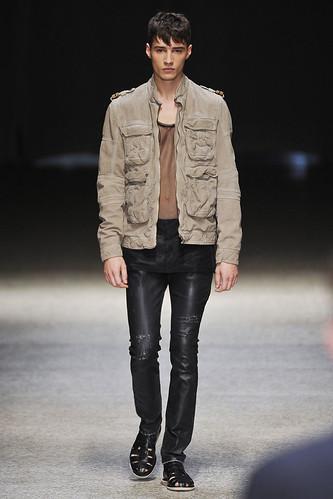 SS11_Milan Neil Barrett0030_Adrien Sahores(Stylecom)