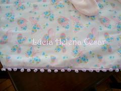 Detalhe  Mini Pompom (Lucia Helena Cesar) Tags: baby rose handmade embroidery rosa cruz bebe toalha menina ponto manta pompom riscos moldes aplique aplicao paninhos flanela enxoval patchcolagem