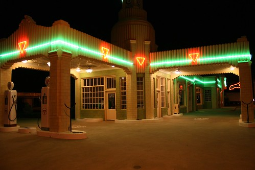 tower conoco station/u drop-inn café