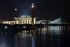 Putrajaya (siansiew) Tags: longexposure lake reflection night nikon malaysia putrajaya putrajayamosque d90 serisaujanabridge putrajayalake 18105f3556gvr