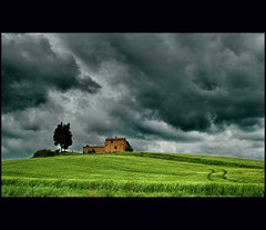 no one at home (2) (klaus53) Tags: trees house clouds landscape nikon italia tuscany toscana mywinners colorphotoaward nobodyathome vanagram passiondclic