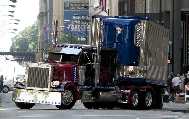 TRANSFORMERS 3 Optimus Prime truck with trailer
