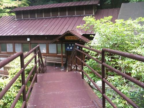 甲子温泉大黒屋の大岩風呂は誰得な混浴でいい雰囲気だ!