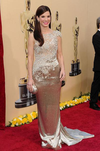 Sandra-Bullock-Marchesa-gold-lace-Oscars-dress