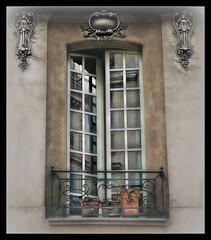 867 Paris-Window