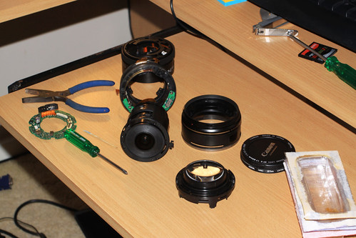 Canon EF-S 17-85mm f/4-5.6 IS USM pulled to pieces