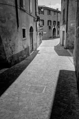 Schatten in San Felice #3 (andreas.zachmann) Tags: italien sommer ita schwarzweiss schatten lombardia hdr pflaster gasse huser gardasee huserzeile photomatix strase sanfelicedelbenaco