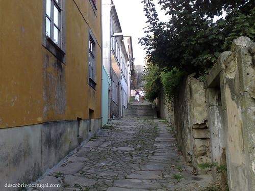 A aldeia fica numa encosta