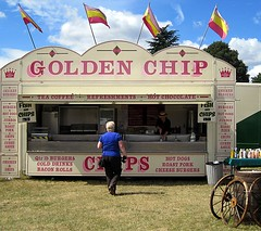 """Golden Chip"" (hot dogs, bacon rolls, etc.) (Snapshooter46) Tags: mobile fastfood drinks snacks hertfordshire snackbar foodtrailer pottenend steamenginerally dacorumsteamandcountryfayre greencroftfarm"