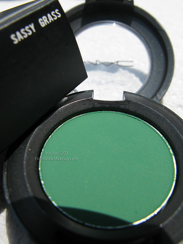 MAC Dare to Wear Sassy Grass eye shadow
