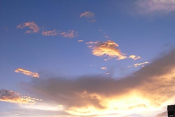 夕日に光る雲