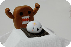 どーもくんはまんじゅをたべます (itslour) Tags: cute photoshop self toy japanese paste rubber made eat meal domo kawaii onsen modelling manju どーもくん onsenmanjukun