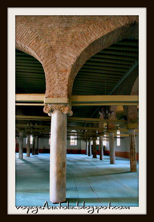 Inside Aladdin's Mosque by voyageAnatolia.blogspot.com