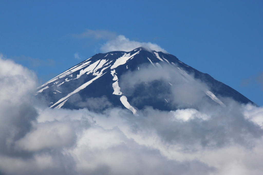 Driving around the lake shores of Mount Fuji (17)