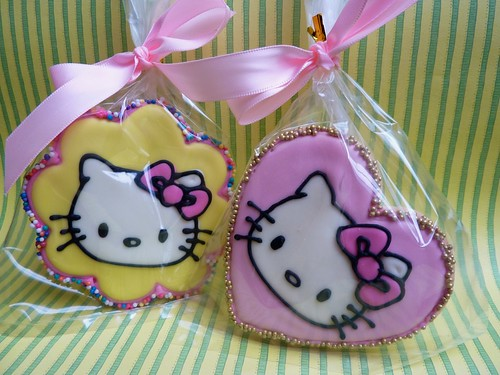 Hello Kitty baby shower cookie favours