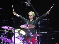 Green Day - Billie Joe Armstrong (Peter Hutchins) Tags: live greenday 2010 billiejoearmstrong mikedirnt trécool americanidot