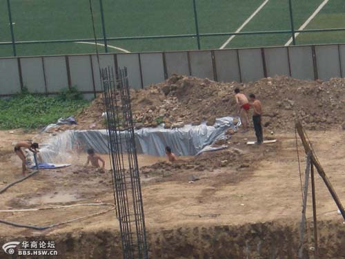 工人的泳池