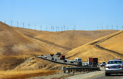 Green Amerika ? 2 (drloewe) Tags: auto sanfrancisco usa truck us traffic lorry interstate verkehr windturbine fahrzeug 2010 kalifornien lastwagen windrder windgenerator californien strase windkraftrder canoneos50d zugmaschiene