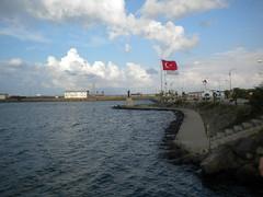 Blacksea ((madeuthe) taX cUt) Tags: blue red clouds turkey flag blacksea samsun55