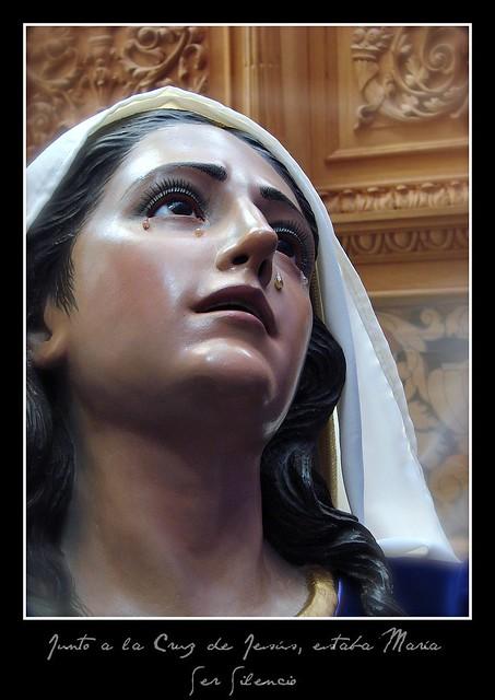Junto a la Cruz de Jesús estaba María