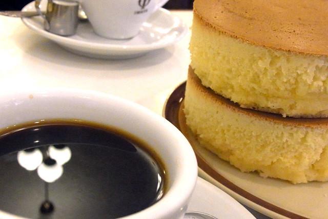 100625_132108_イワタコーヒー店