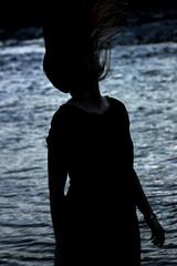 173 (Alexi82) Tags: donna fiume azzurro controluce capelli profilo canoneos500d alexi82